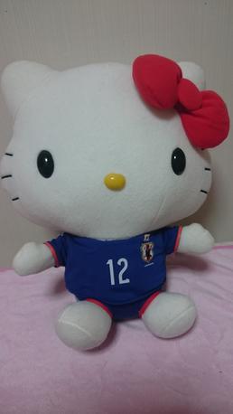 ハローキティ ハイパージャンボぬいぐるみ サッカー日本代表Ver グッズの画像