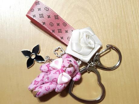 モノグラム風リボン&くまさん♡ピンク♡ハートキーリング コンサートグッズの画像