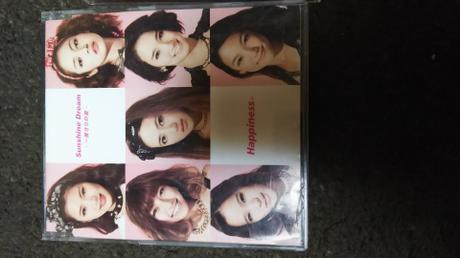 HappinessとE-girlsの本 ライブグッズの画像