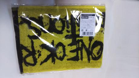 ONE OK ROCKマフラータオルYELLOW ライブグッズの画像