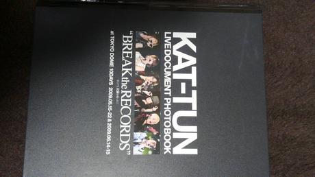 KAT-TUNの写真集 コンサートグッズの画像