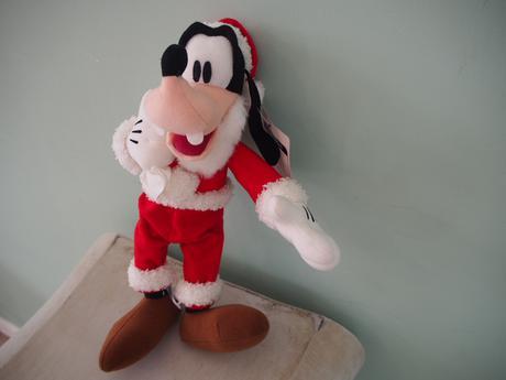 グーフィ クリスマスぬいぐるみ ディズニーランドグッズ ディズニーグッズの画像