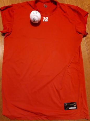 広島カープ 九里亜蓮選手 実使用アンダーシャツ  直筆サインボール  セット グッズの画像