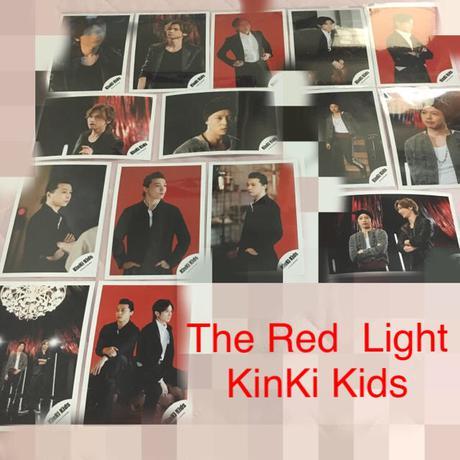 即購入NG☆公式☆KinKi Kids 写真 The Red Light 15枚 コンサートグッズの画像