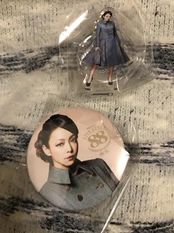 安室奈美恵 会場限定 ガチャ Red Carpet ライブグッズの画像
