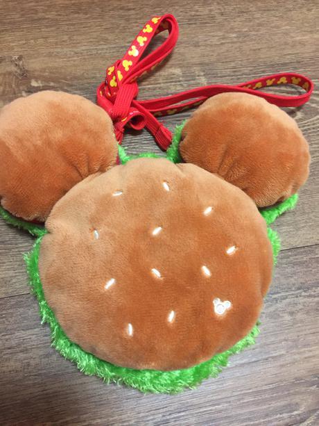 ★新品★ディズニーのハンバーガー型パスポートケース
